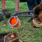 Atelier réduction de minerais. Coulage de bronze.